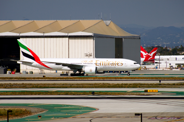United_Arab_Emirates_emirates_airlines_livery